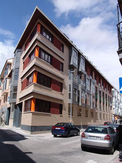 Monforte marco proyectos edificio entre medianer as - Calle escorial barcelona ...